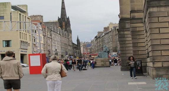 爱丁堡最繁华的商业大道王子街