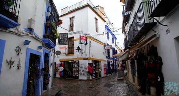 科尔多瓦老城中心帕提奥风格的美丽街巷