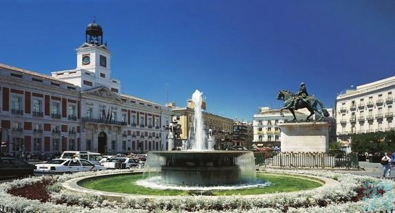 太阳门广场是个具有历史意义的广场也是能体现马德里风土人情的地方