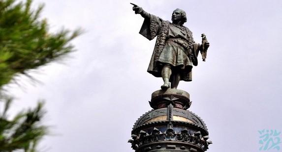 哥伦布广场广场中央矗立著哥伦布的雕像作为15世纪西班牙海上强国的标志1