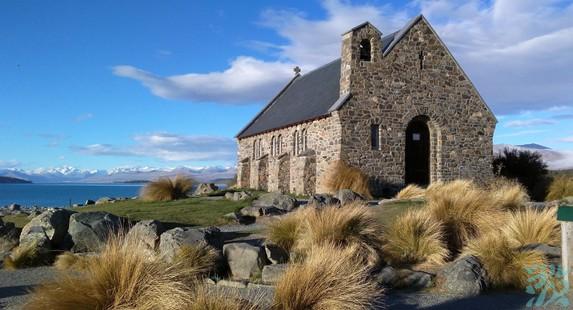 牧羊人教堂是一个石块打造的小教堂在蒂卡波湖的陪衬下是新西兰名信片上的著名景点之一